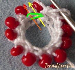 Вязание крючком с бисером по кругу